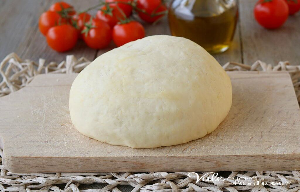 Soffice dalla crosta o cornicione, come lo chiamano a Napoli, rigonfio, bassa e croccante, alta e morbida. Di pizza ce n'è per tutti i gusti!!