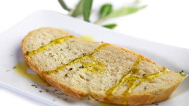 Pane e olio EVO: si prende cura della digestione